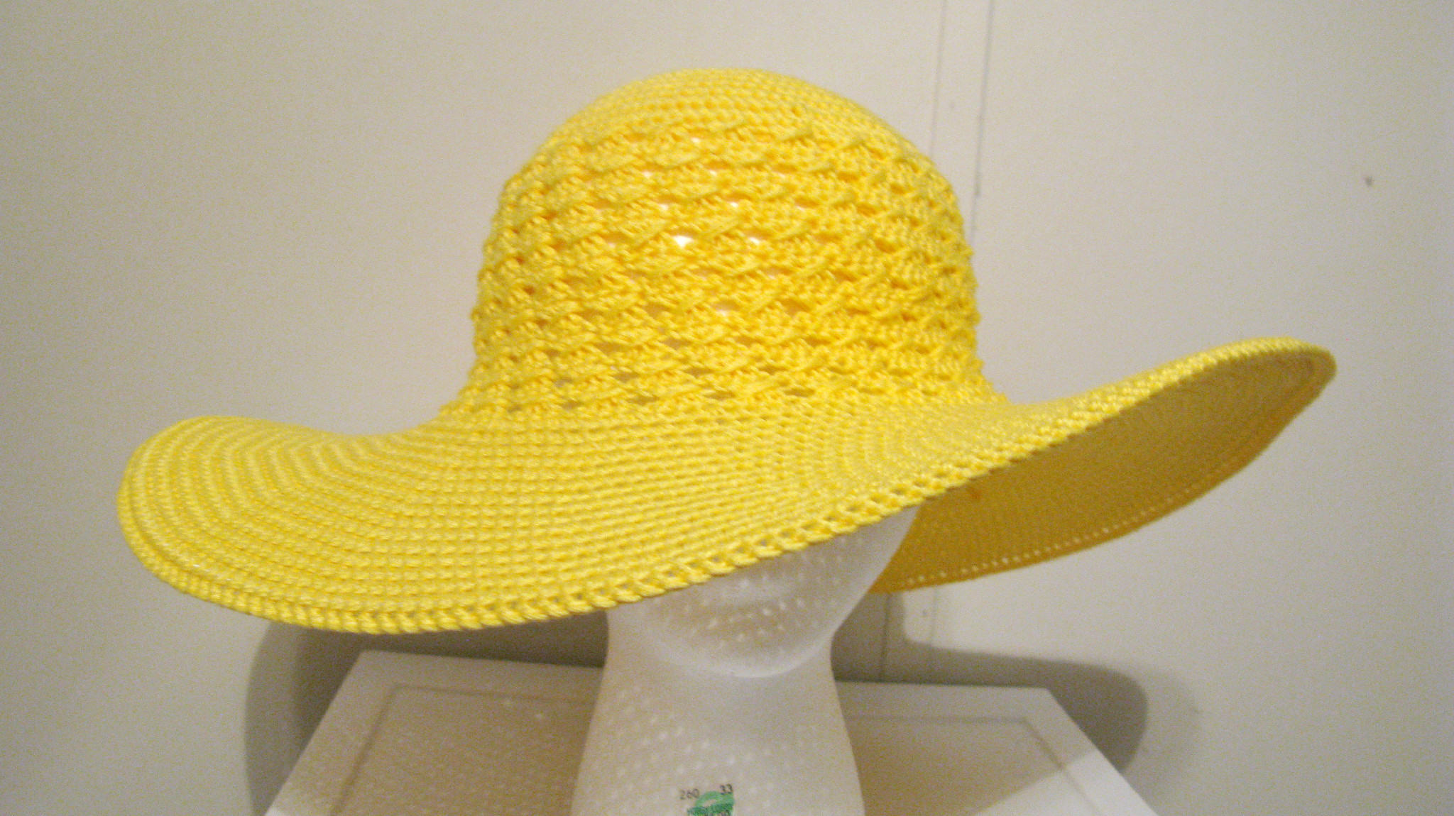 Crocheting Hats : Enjoying a Few Moments of Crocheting a Summer Beach Hat